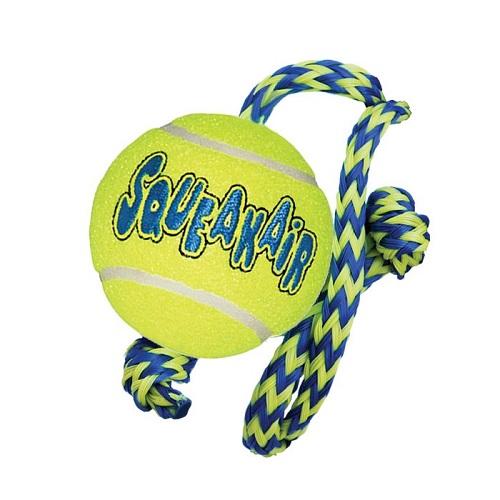 Kong AirDog Squeakair Ball con cuerda
